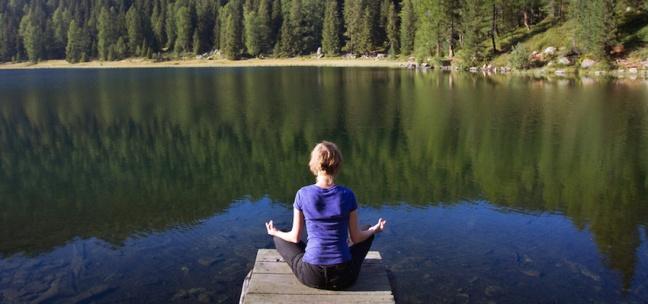 meditar lago